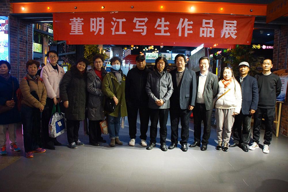 24西安市美术家协会成员合影.jpg